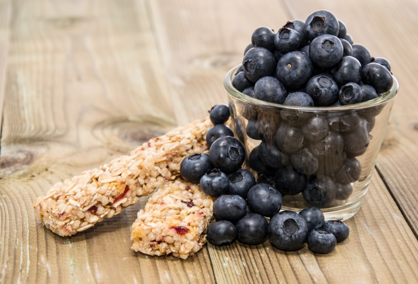 Muesli bars with blueberries_iStock_000021073675Small