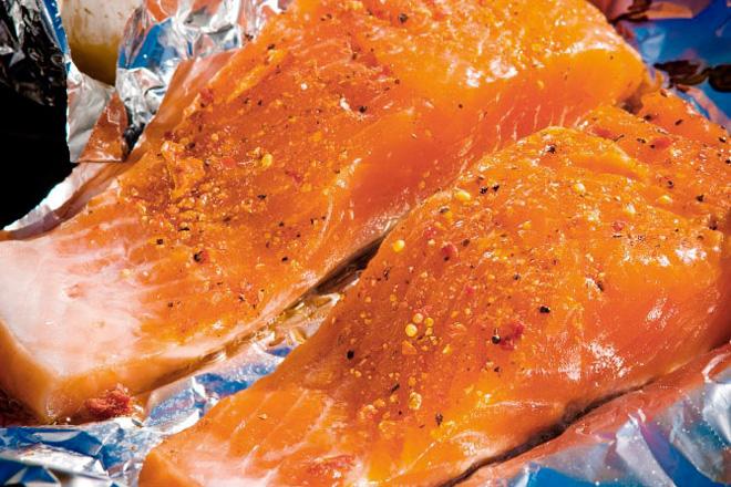Saumon-au-miel-et-cari-sur-le-barbecue_Honey-and-Curry-Salmon-on-the-Barbecue2