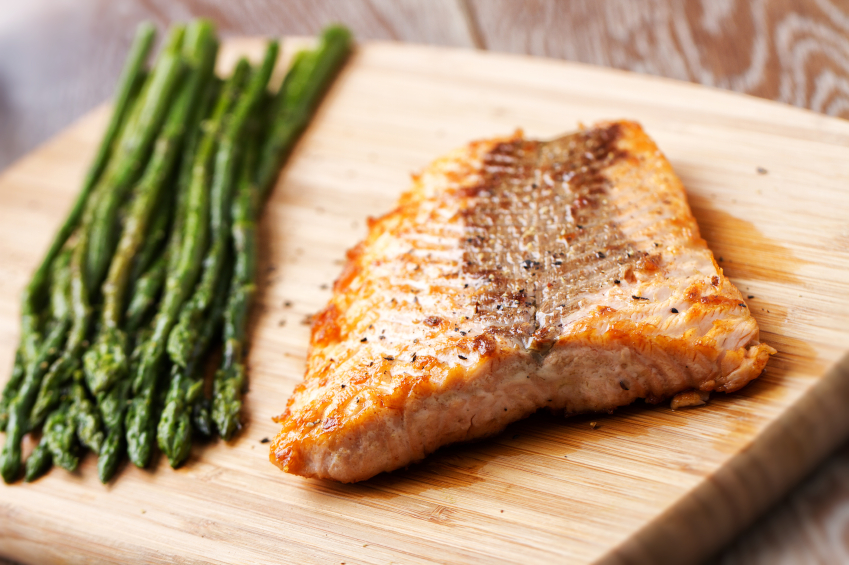 Fillet of salmon with asparagus