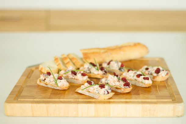 Appetizers for the Holidays – Salmon Tartare with Cranberries and Spicy Mayo