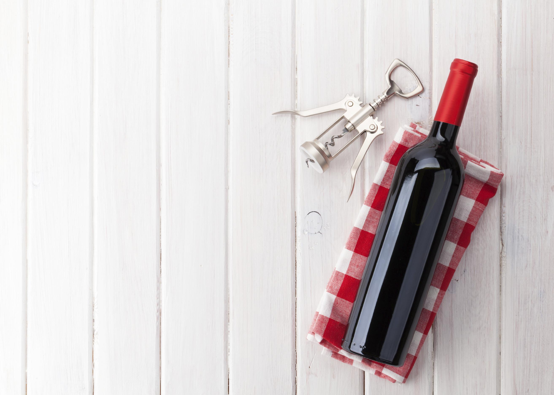 Comment le vin rouge peut-il affecter votre santé d'une bonne et mauvaise façon?