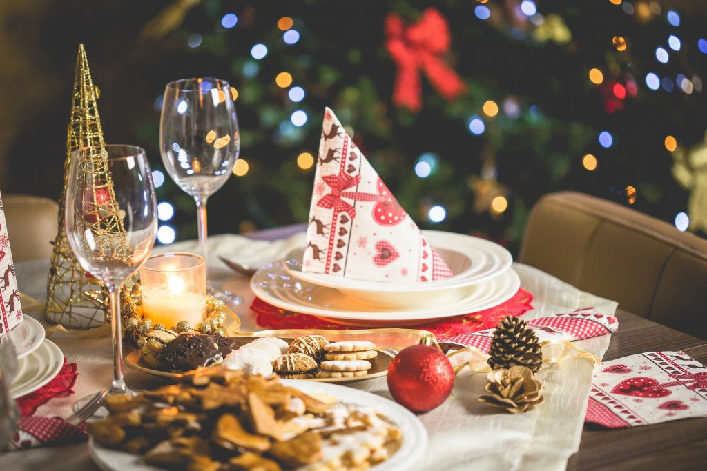 pexels-christmas-table_small