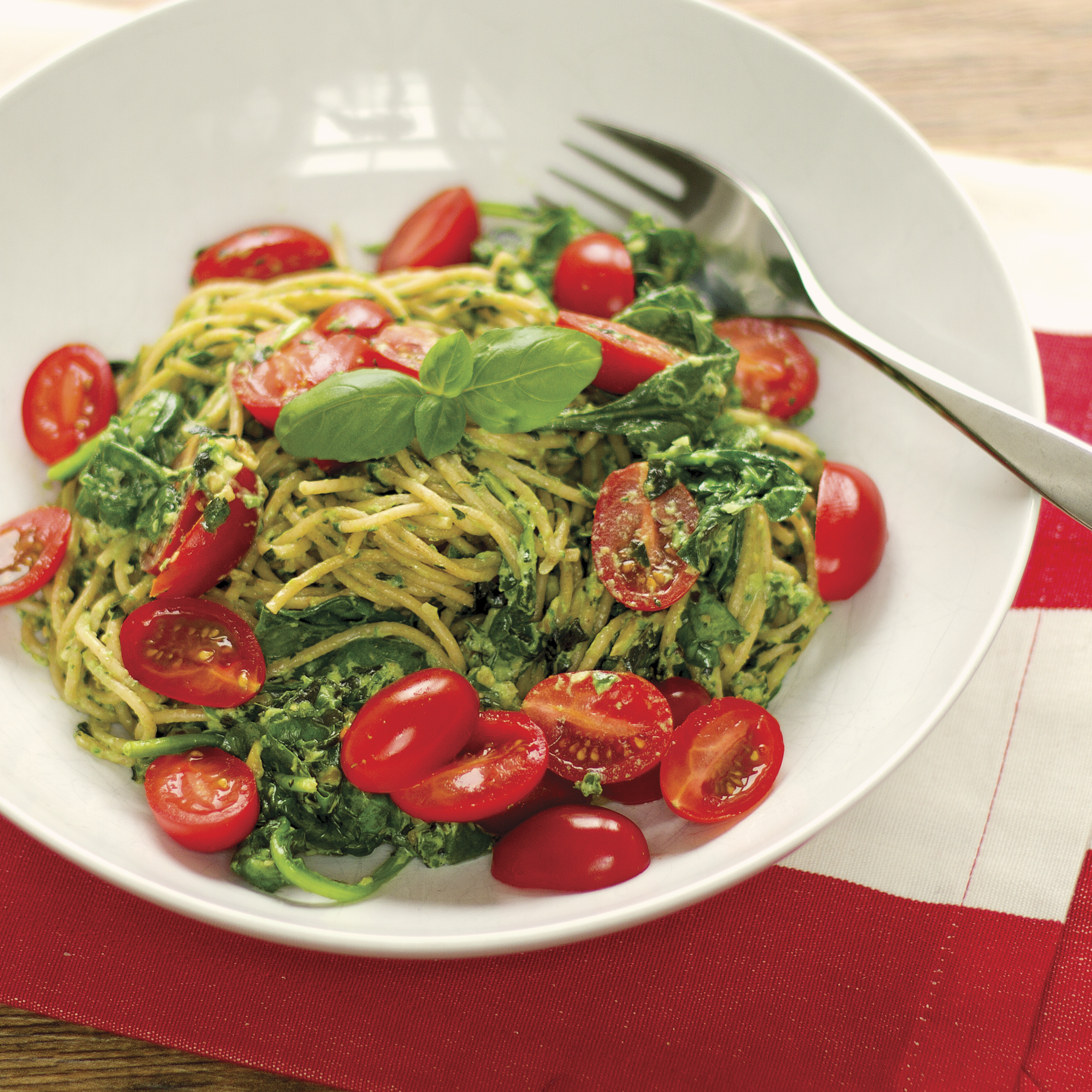 Pasta with Pesto, Spinach and Cherry Tomatoes