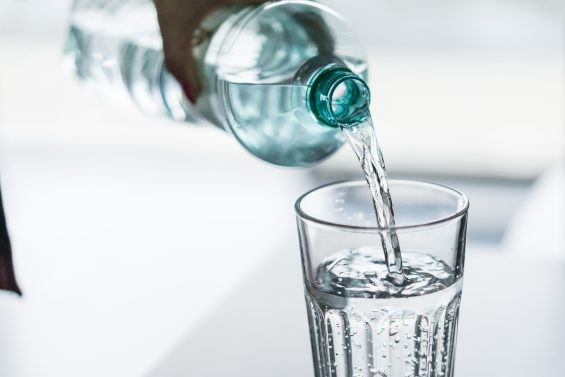 L' hydratation et l'activité 30 minutes à fond pour le fonds