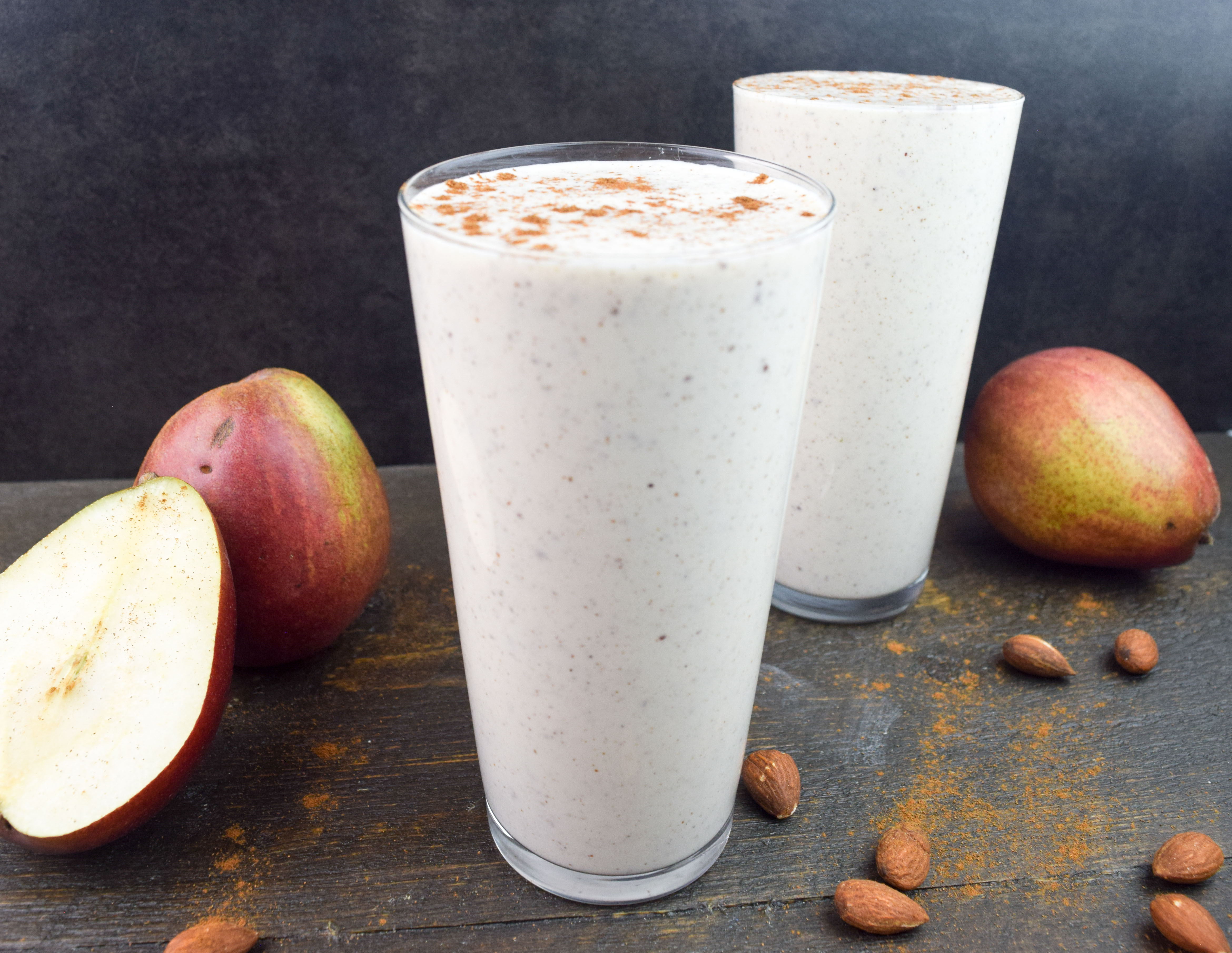 Pear, almond and vanilla smoothie