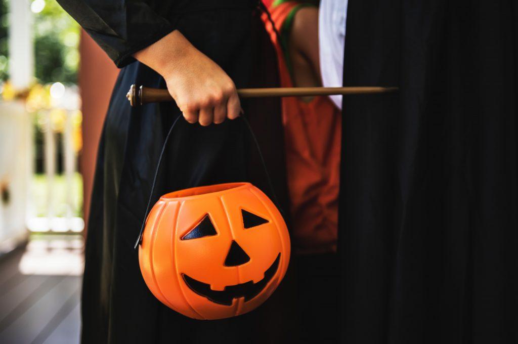 cueillette de bonbons à l'Halloween