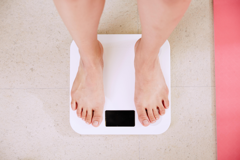 Commentaires sur le poids : lesquels éviter, et par quoi les remplacer