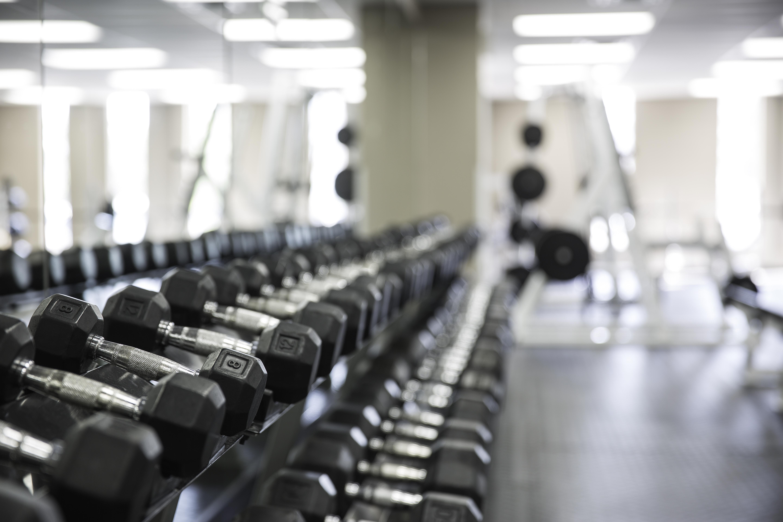 Vu sur poids libres dans un gym