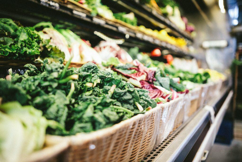 Vue des légumes au supermarché