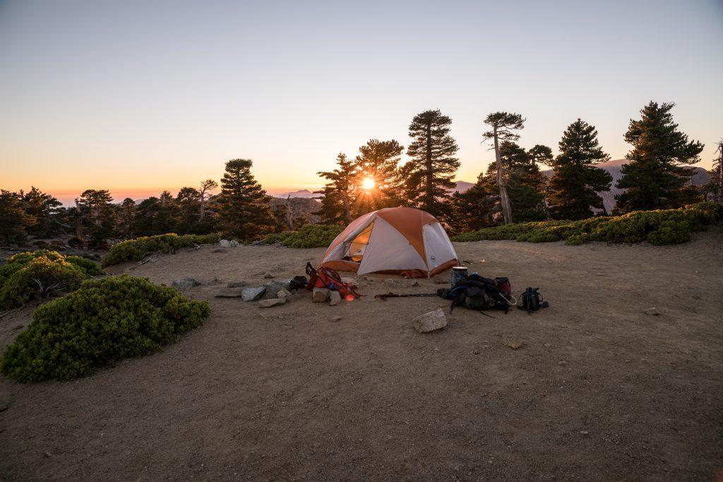 dejeuner camping à l'aube