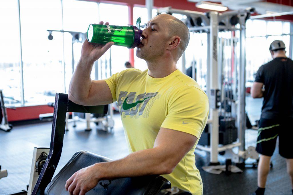 workout au gym_shake de protéines