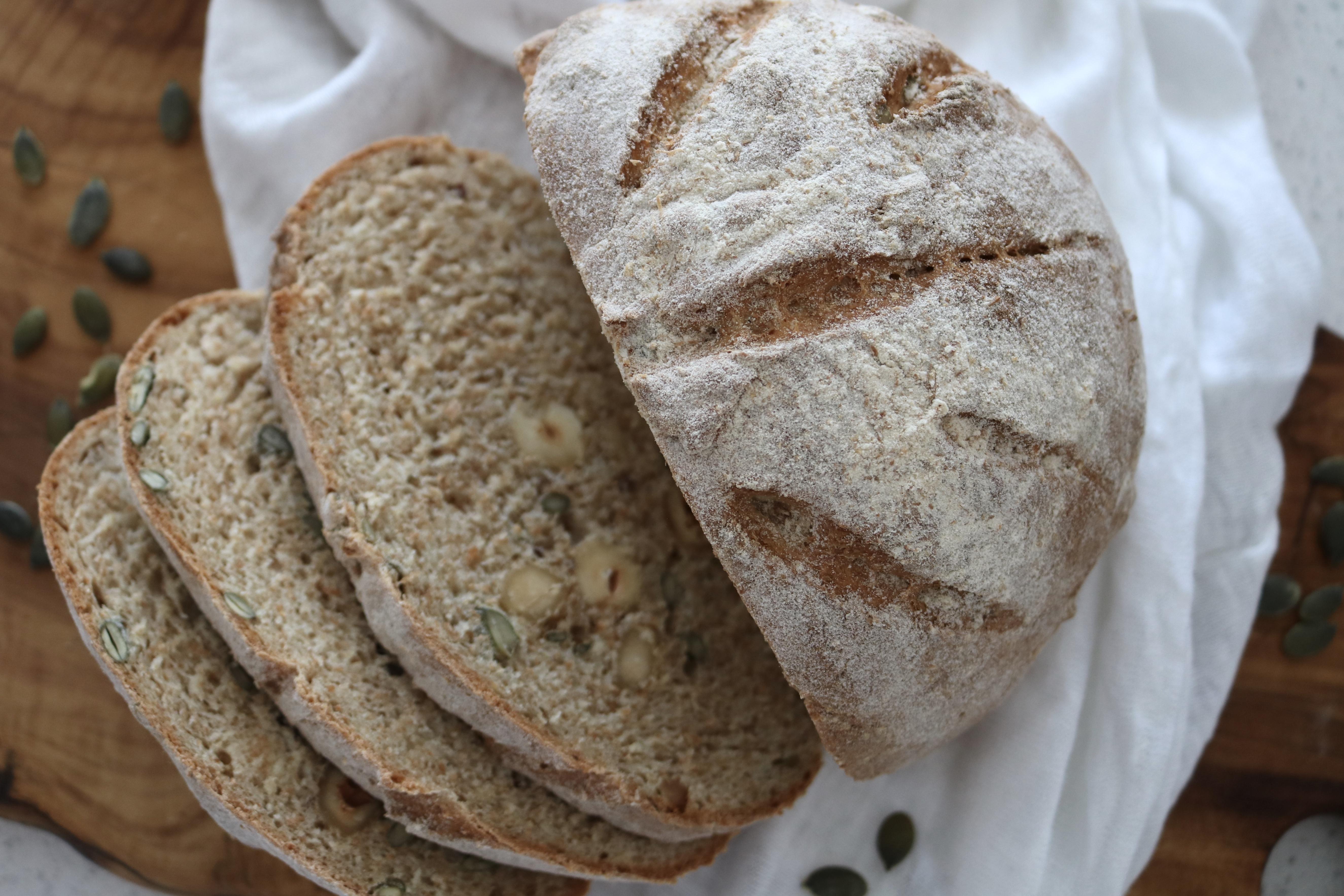 Miche de pain au blé entier et aux noisettes