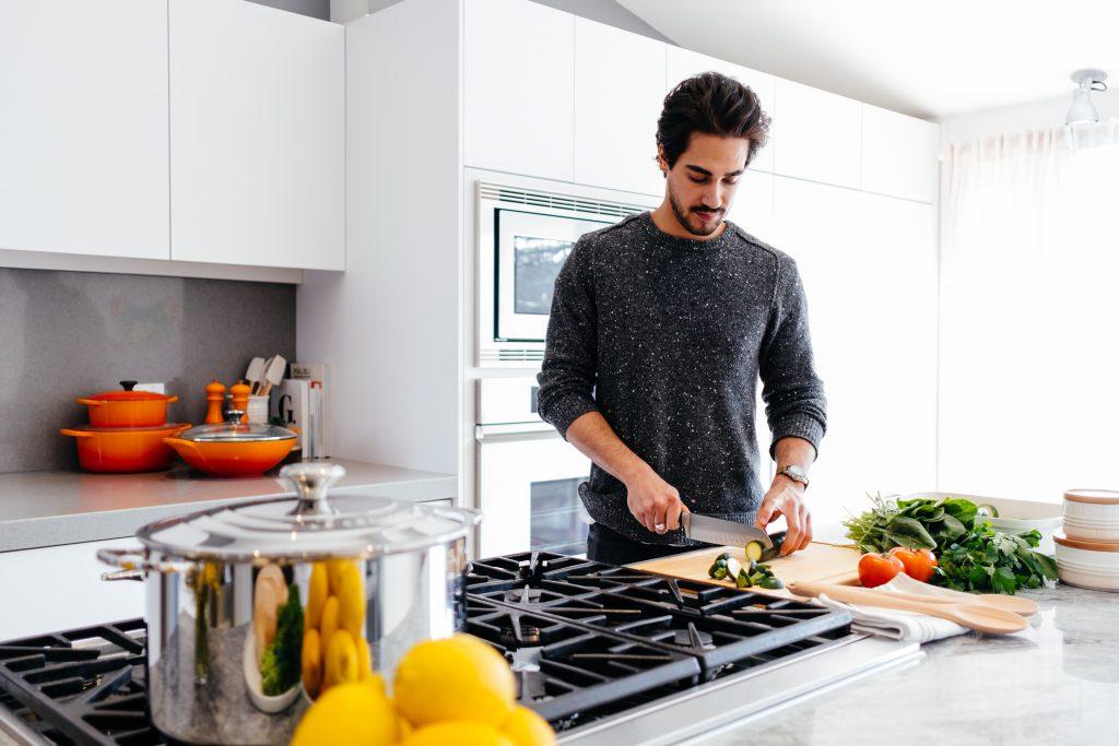 homme-cuisine-nutrition-article-nut-fev-2021