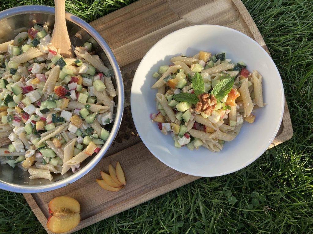 salade-de-pates-concombre-peches-fraiche