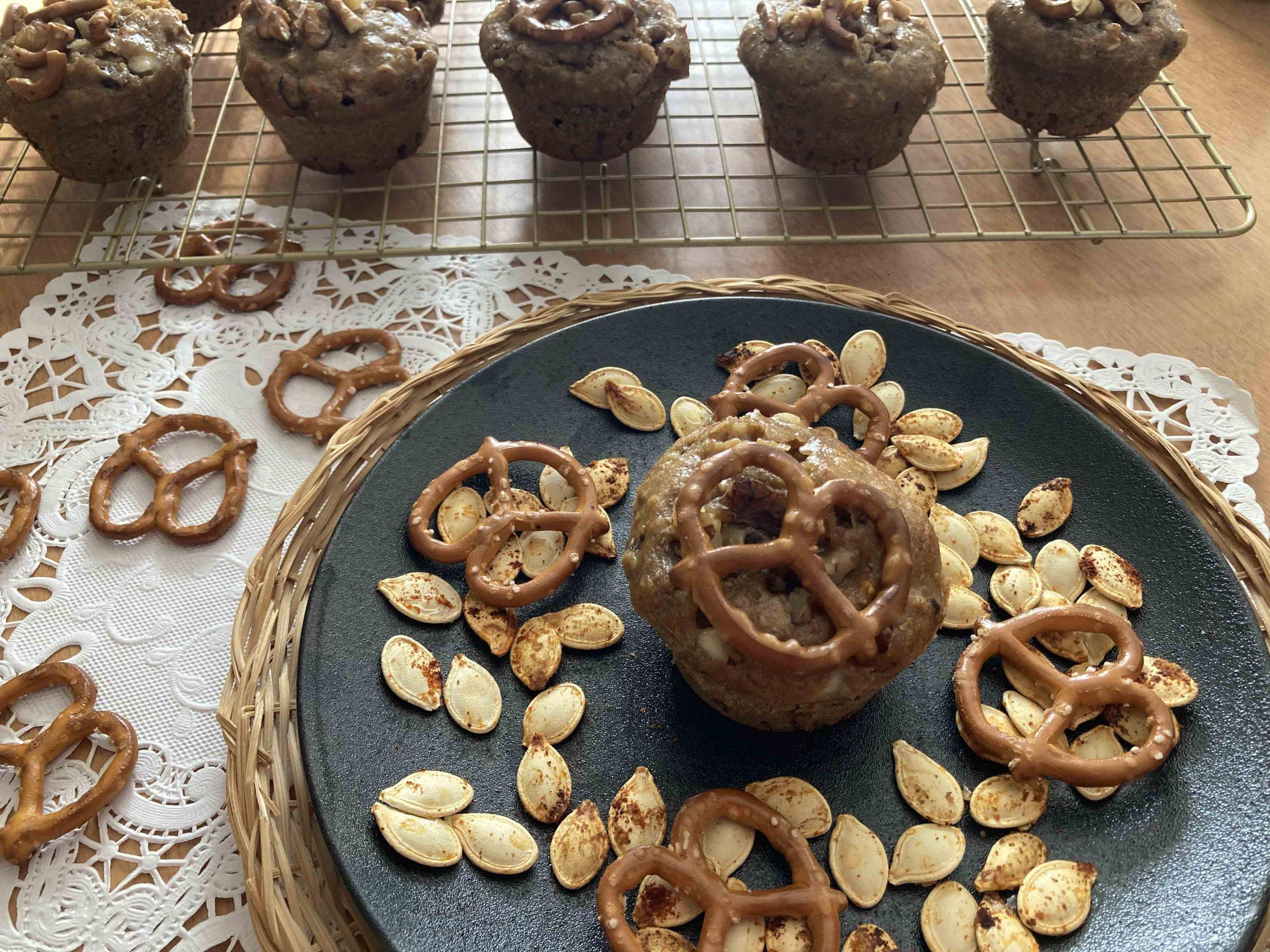 Muffins à la citrouille, noix de Grenoble, chocolat blanc et bretzels